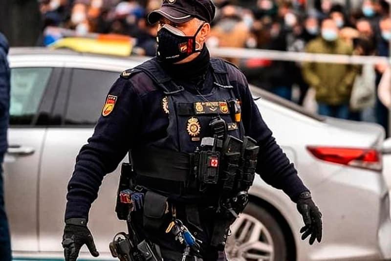 enfrentarse a una oposición a Policía Nacional